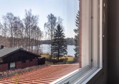 Kahakuja_järvinäkymä_makuuhuoneesta 2