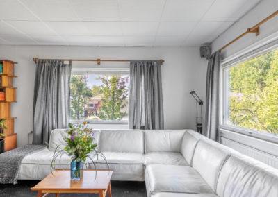 Pitkäjärventie 33_olohuoneen suuret ikkunat