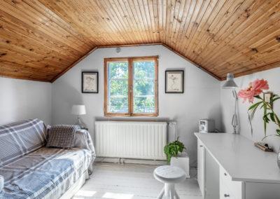Pitkäjärventie_33 rauhallinen makuuhuone