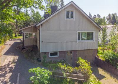 Pitkäjärventie-33_talossa autotalli
