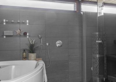 Vuoriharjuntie 25 kylpyhuone