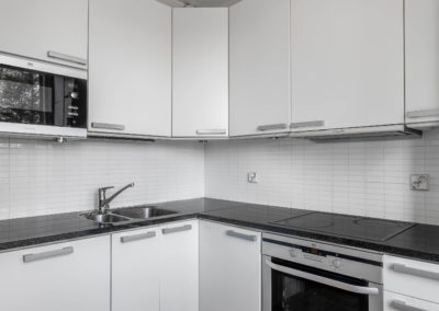 Madekuja 4 valkoinen keittiö