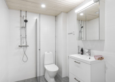 Marinkallio 2 tilava kylpyhuone