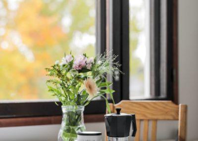 Haarniskatie_keittiönpöytä