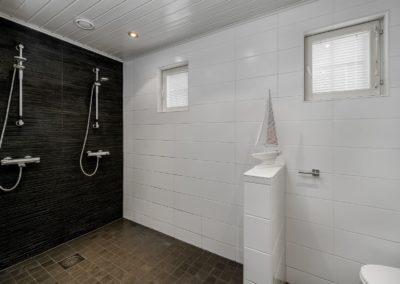 Pohjantuulenkuja_tilava kylpyhuone_Teemu Oukari