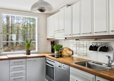 Tuulensuuntie_kaunis näkymä keittiöstä