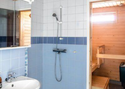Tuulensuuntie_kylpyhuone ja sauna