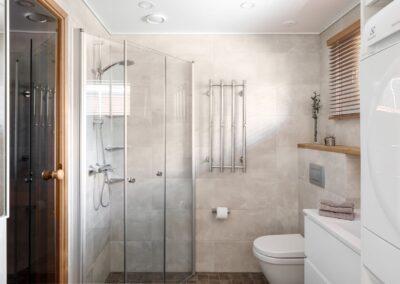 Vehkamäki_täysin kunnostettu kylpyhuone