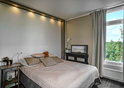 Ylistörmä_makuuhuoneen hotellitunnelmaa